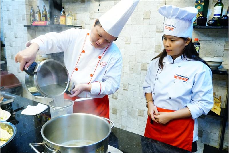 Cảm nghĩ của chị Tuyết – Học bí quyết nấu Mì cay và thức ăn nhanh
